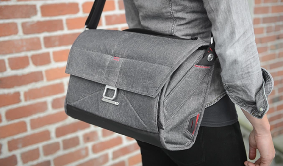 The Everyday Messenger by Peak Design